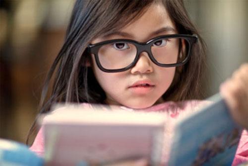 Dấu hiệu cần cho trẻ đi khám mắt sớm-1