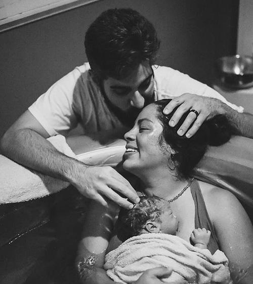 Hành động của chồng khiến vợ thích mê khi sinh nở-14