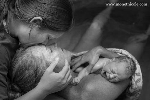 Hành động của chồng khiến vợ thích mê khi sinh nở-13