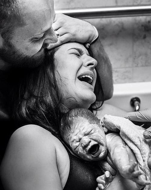 Hành động của chồng khiến vợ thích mê khi sinh nở-11