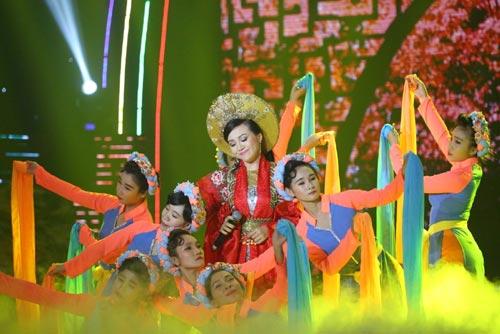 Ca sĩ Phi Nhung khóc và run sợ khi MC Anh Thơ ngã-8
