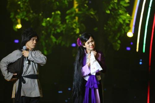 Ca sĩ Phi Nhung khóc và run sợ khi MC Anh Thơ ngã-11
