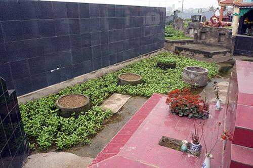 Rùng mình rau xanh trồng trên nghĩa địa ở Hà Nội-4