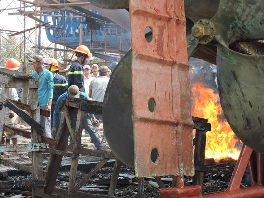 Tàu cá chứa 8.000 lít dầu bốc cháy dữ dội sau tiếng nổ-3