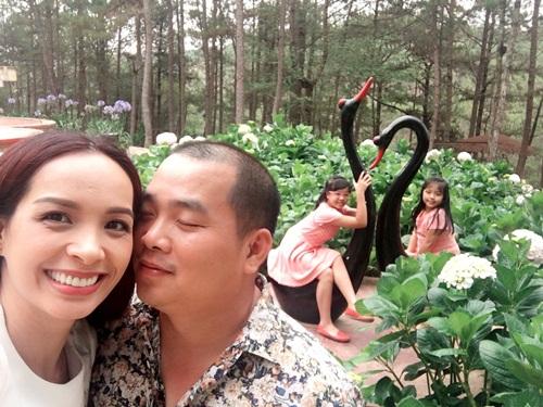 Thúy Hạnh ngọt ngào bên chồng và 2 'công chúa' ở Đà Lạt-5