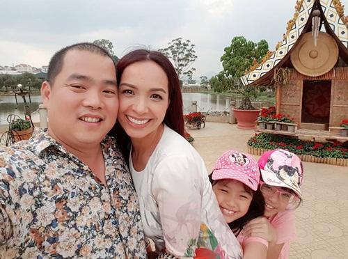 Thúy Hạnh ngọt ngào bên chồng và 2 'công chúa' ở Đà Lạt-2