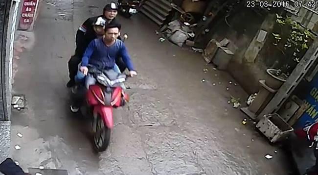 """Camera """"tố"""" 3 đối tượng hành hung nhà báo Đỗ Doãn Hoàng-1"""