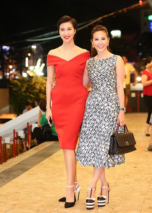 Hoa hậu Thu Hoài lần đầu đưa 3 con đi sự kiện-9