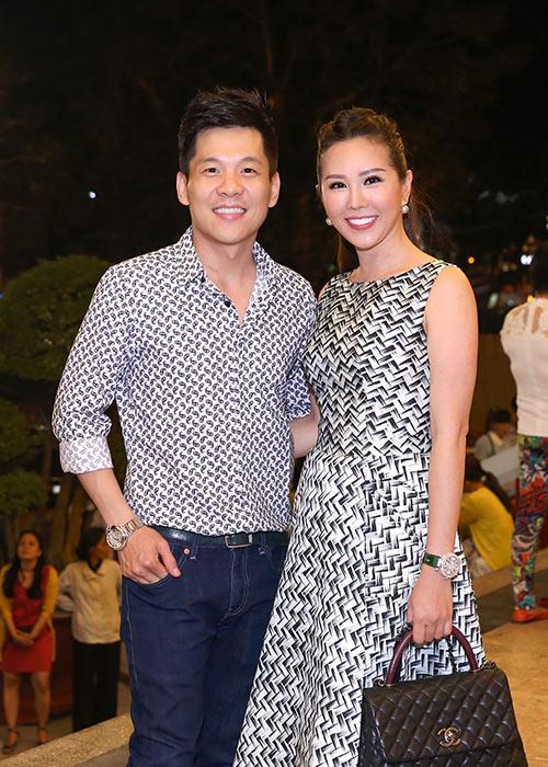 Hoa hậu Thu Hoài lần đầu đưa 3 con đi sự kiện-10