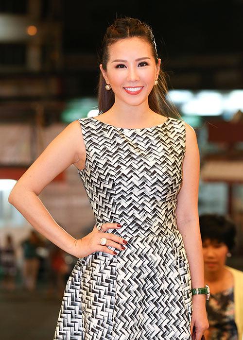 Hoa hậu Thu Hoài lần đầu đưa 3 con đi sự kiện-6