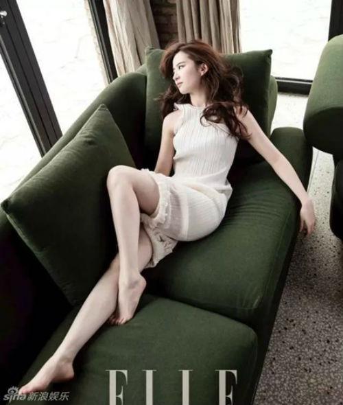 Lưu Diệc Phi khoe chân thon dài trên tạp chí-3