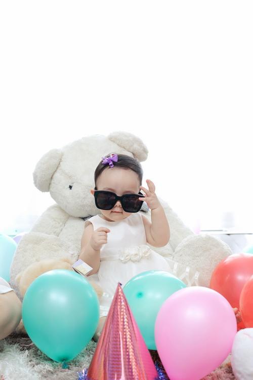 Con gái Trang Nhung cực hóm hỉnh đón sinh nhật đầu tiên-10