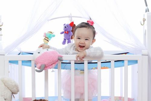Con gái Trang Nhung cực hóm hỉnh đón sinh nhật đầu tiên-8