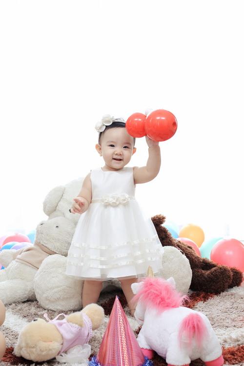 Con gái Trang Nhung cực hóm hỉnh đón sinh nhật đầu tiên-7