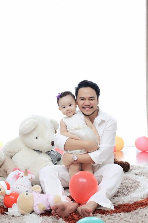 Con gái Trang Nhung cực hóm hỉnh đón sinh nhật đầu tiên-6