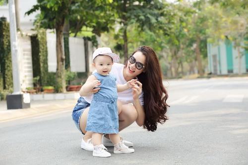 Con gái Trang Nhung cực hóm hỉnh đón sinh nhật đầu tiên-12
