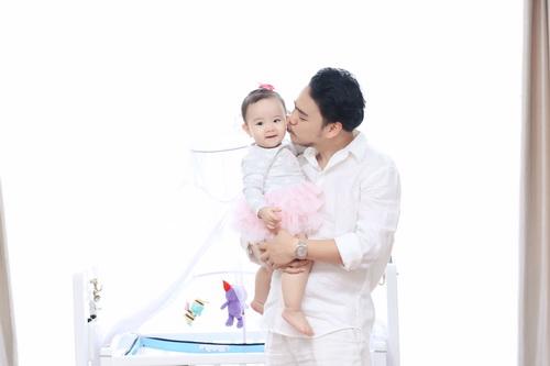 Con gái Trang Nhung cực hóm hỉnh đón sinh nhật đầu tiên-9