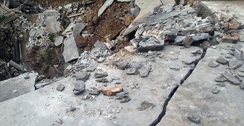'Hố tử thần' rộng 10 mét xuất hiện ở Hà Nội-6