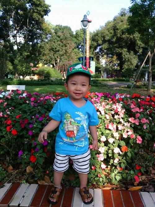 nguyen gia bao - ad30654 - chang bi me an uong - 3