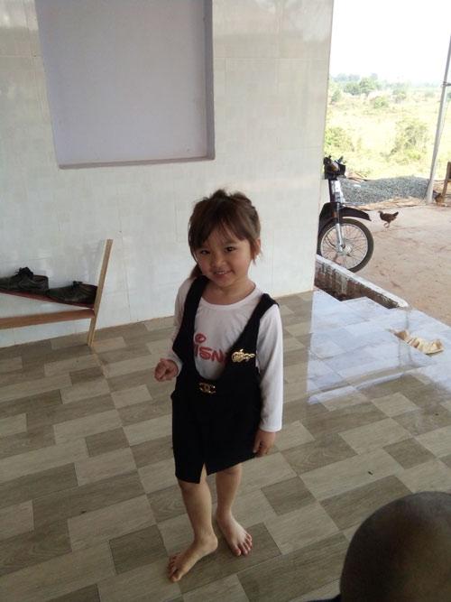 tran lam khanh nhi - ad12786 - be gai luon vui ve - 1