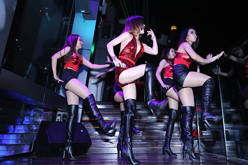 hau the remix, huong tram lai sexy, boc lua tro lai - 5