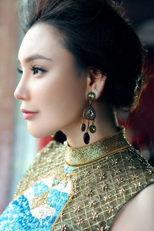 "ho quynh huong: ""toi loi nhip voi showbiz viet"" - 1"