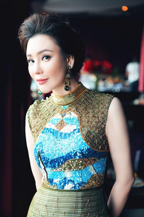 "ho quynh huong: ""toi loi nhip voi showbiz viet"" - 3"