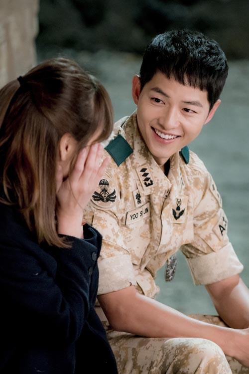 hau due mat troi: on ao chuyen song hye kyo mang bau voi song joong ki - 2