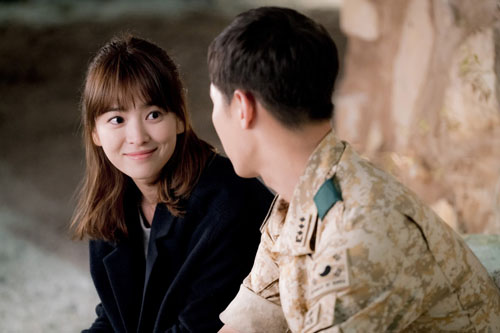 hau due mat troi: on ao chuyen song hye kyo mang bau voi song joong ki - 1