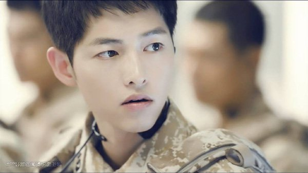 """ngo ngang truoc su """"lot xac"""" cua em gai song joong ki - 2"""