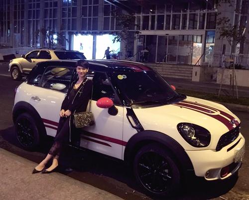 tra my idol vui suong vi duoc chong dai gia tang xe hop moi - 1