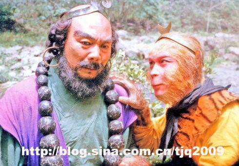 """showbiz 24/7: xuc dong """"ton ngo khong"""" tuong nho """"sa tang"""" - 2"""