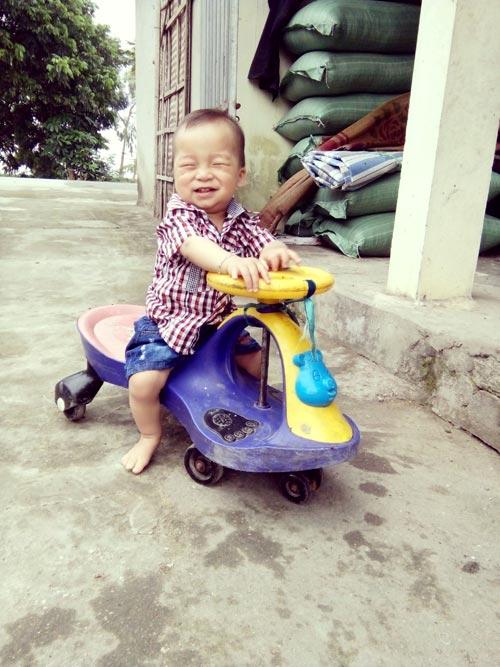chu tien dat - ad25372 - nu cuoi khong the khong yeu - 1