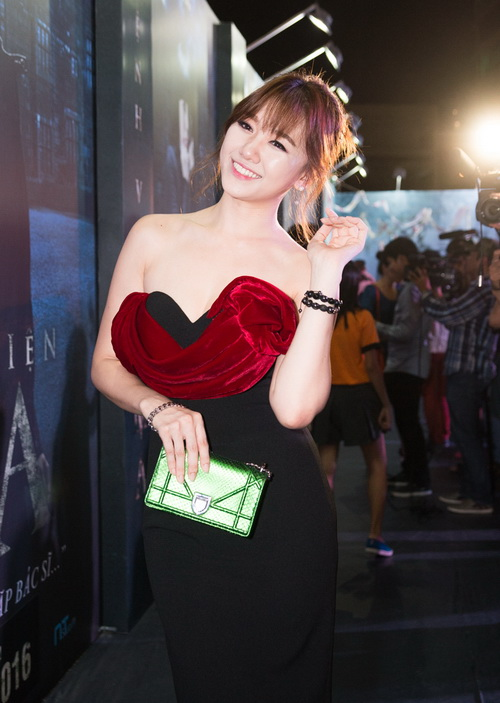"tran thanh - hari won lien tuc tinh tu ""gay bao"" - 7"