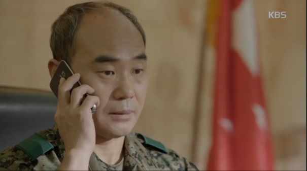 """trung tuong yoon """"hau due mat troi"""": nguoi cha thang benh tat vi con - 1"""
