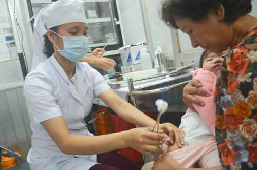 tp. hcm: ngay 10/5 phu huynh dang ky tiem vac-xin dot 3 - 1