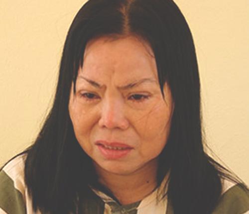 bi kich 11 co gai chi song bang tien ban dam - 1