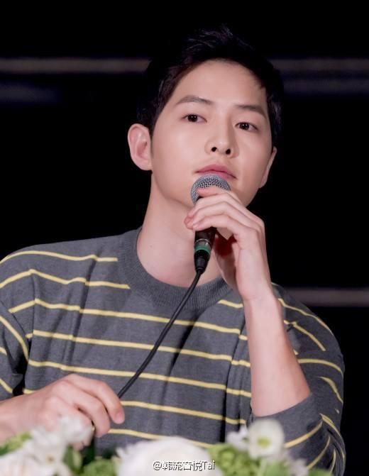 "showbiz 24/7: ""dai uy"" song joong ki mat ""bung ra sua"" - 3"