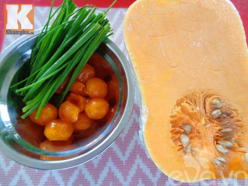 Bí đỏ xào trứng vịt muối đơn giản mà ngon-1