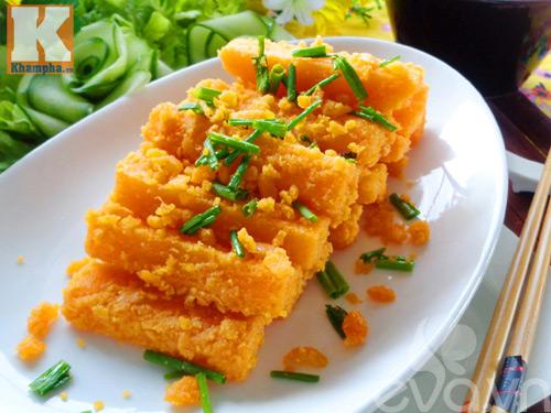 Bí đỏ xào trứng vịt muối đơn giản mà ngon-8
