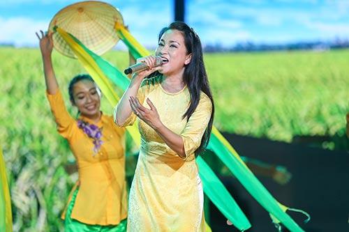 nha phuong cham chu theo doi truong giang tap kich - 10