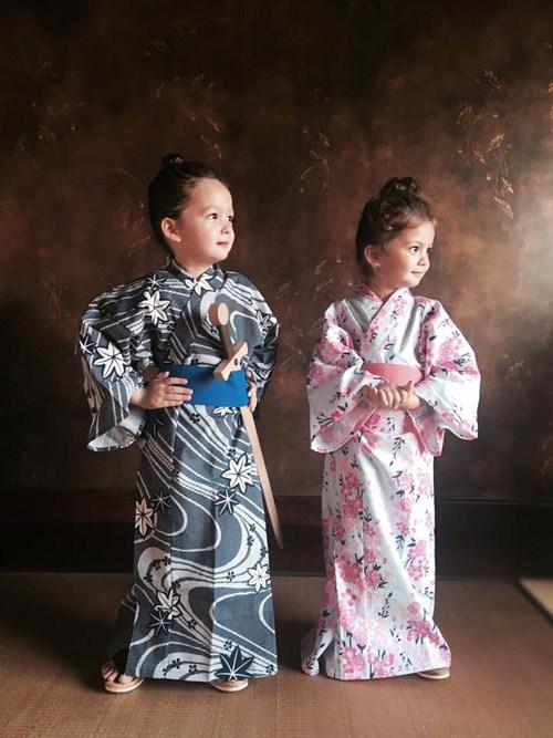 2 be tom - tep nha hong nhung de thuong khi mac kimono - 1