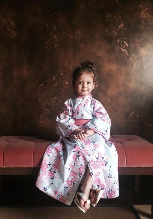 2 be tom - tep nha hong nhung de thuong khi mac kimono - 4