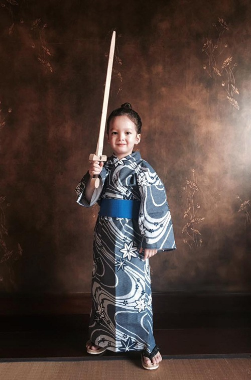 2 be tom - tep nha hong nhung de thuong khi mac kimono - 6