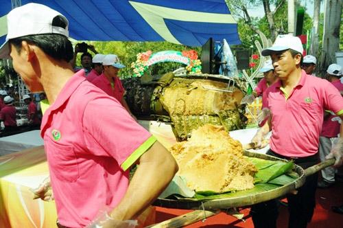 """tphcm: dan xep hang dai cho thuong thuc banh chung """"khung"""" - 5"""