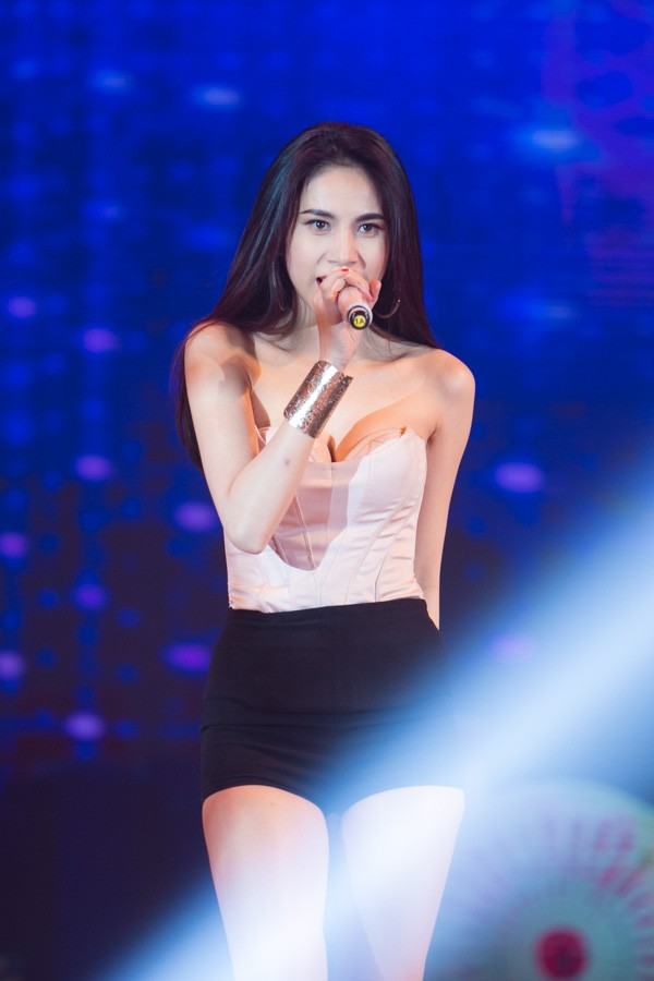 vi sao thuy tien luon goi cam hut hon tren san khau? - 3
