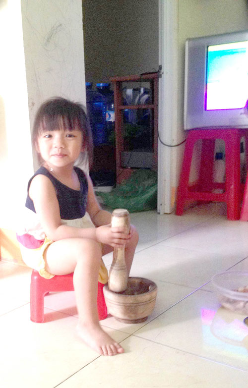 tran mai anh - ad75008 - co be thich chup anh - 2