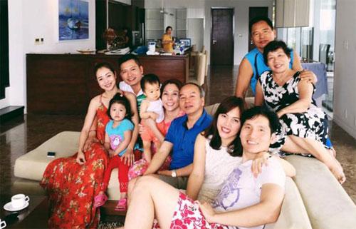 Jennifer Phạm quây quần hạnh phúc bên gia đình nhà chồng-1