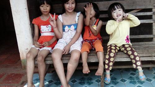 nguyen ngoc bao han - ad50689 - co be hay cuoi - 3