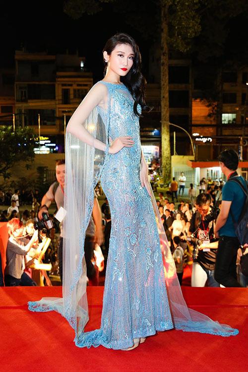 """Phạm Hương, Thúy Vân """"đọ"""" nhan sắc kiêu sa trên thảm đỏ-7"""